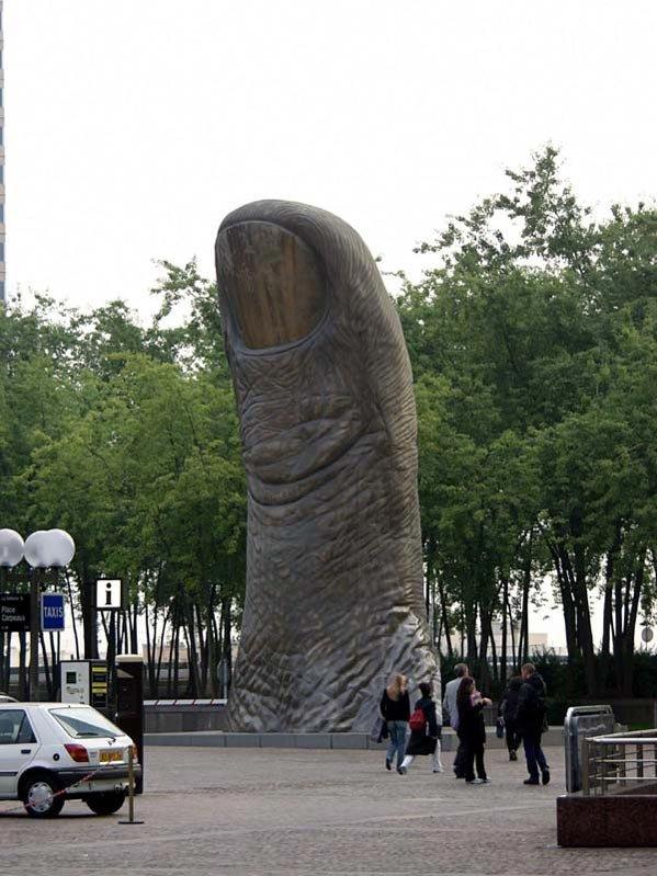 Finger Pointing, Paris, France