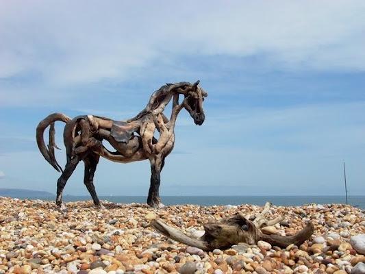Sculptures de chevaux r for Statue en bois flotte