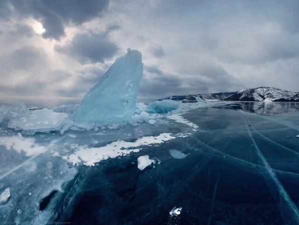 lac Baikal gele wikilins 1 Le lac Baïkal gelé par Daniel Korzhonov