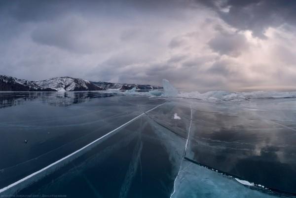 lac Baikal gele wikilins 10 Le lac Baïkal gelé par Daniel Korzhonov