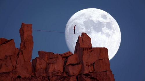 Funambulisme un soir de pleine lune