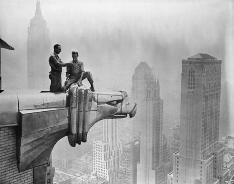 Pause clope au sommet d'un gratte-ciel