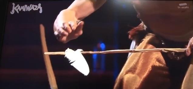 performance-équilibrisme-KAMIWAZA-batons-plume-TV-ASAHI-
