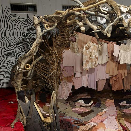 cr ations anamorphiques avec des objets recycl s par bernard pras. Black Bedroom Furniture Sets. Home Design Ideas
