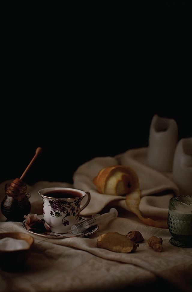 Prince – café et thé, miel, citron, sucre, crème, racine de gingembre frais, seringue pour une injection de B-12.