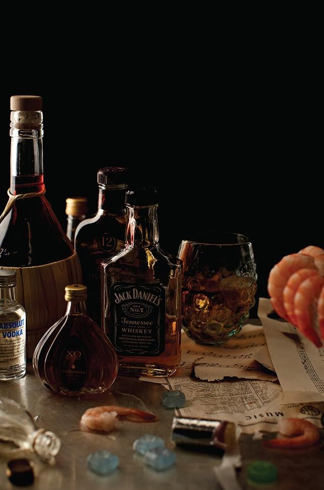 Frank Sinatra – Absolute, Jack Daniel's, Chivas Regal, Courvoisier, gin Beefeater, vin blanc, vin rouge. bonbons, pastilles pour la toux, 24 grosses crevettes