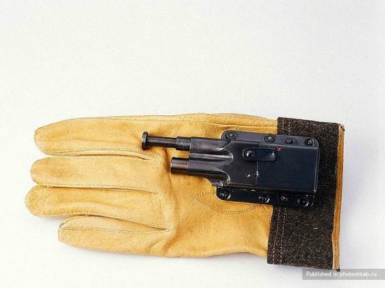 Minipistolet caché dans un gant.