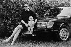 Série photographique d'une mère et son fils qui ont été pris en photo pendant 24 ans à raison d'une photo par an.