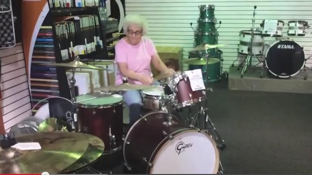 batteur-personne-agee-mamie-solo-