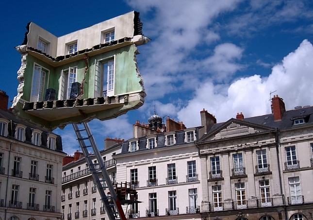 chambre-suspendue-festival-art-Nantes-1