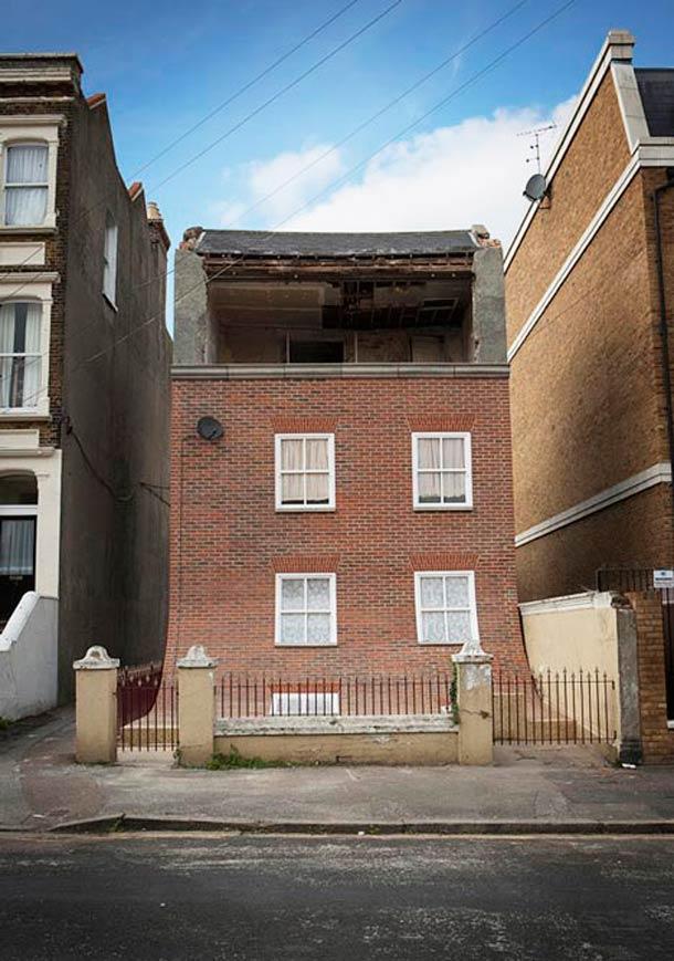 quand la fa ade d 39 un immeuble anglais s 39 affaisse. Black Bedroom Furniture Sets. Home Design Ideas
