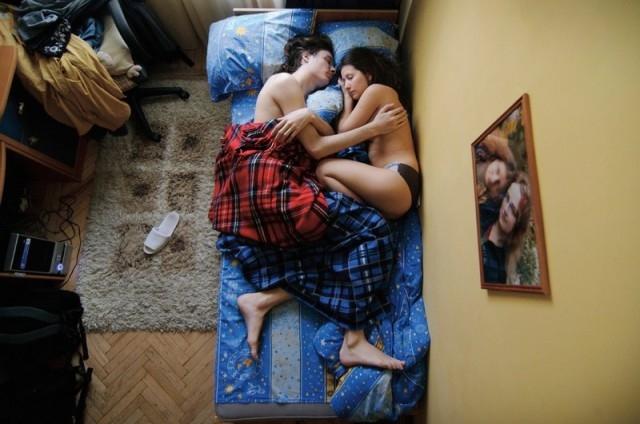 evolution-grossesse-enceinte-couple-nuit-9