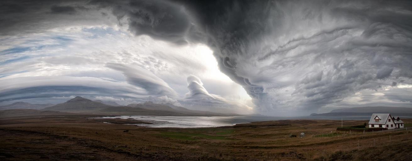 Une ferme isolée dans l'ouest de l'Islande © Ben Cowden