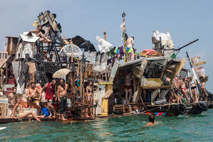 Des Maisons Flottantes En Matriaux De Rcupration