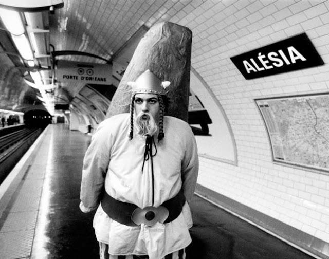 Alesia Metro station  Des noms de stations du métro Parisien prises au pied de la lettre