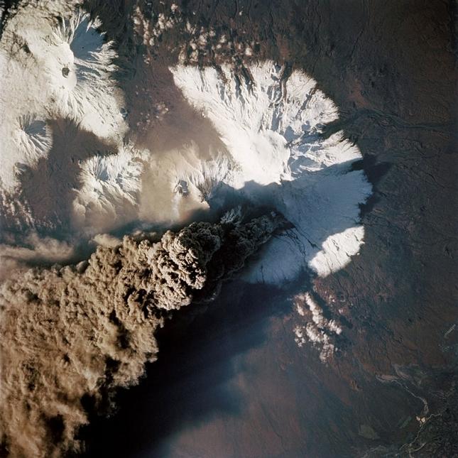 Kliuchevskoi-Russie-cendre-volcan-satellite