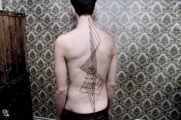 Tatouage-geometrique-pointilllisme-60
