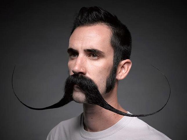 Weird Facial Hair Styles: Des Moustachus à La Nouvelle-Orléans