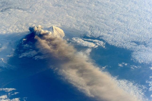 eruption-volcan-Pavlof-Alaska-