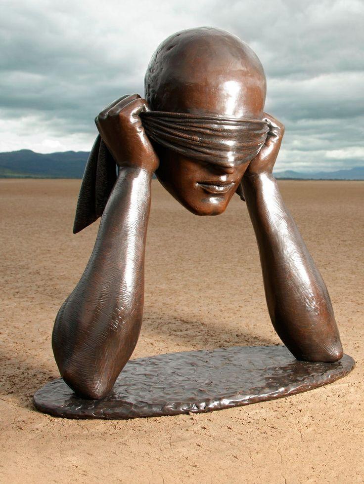 Sculpture en bronze par Sergio Bustamante