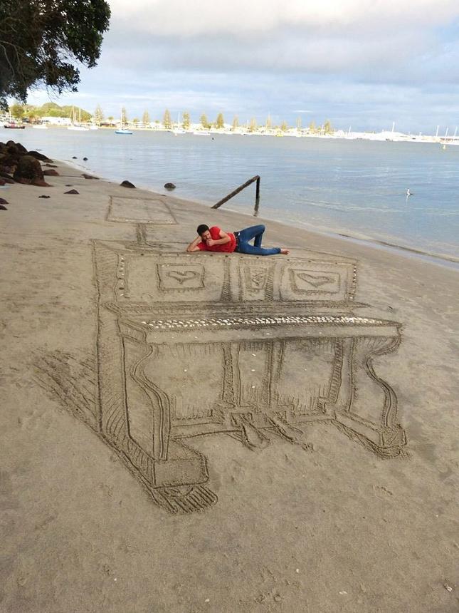 3d-sand-piano-beach-art-by-jamie-harkins-1