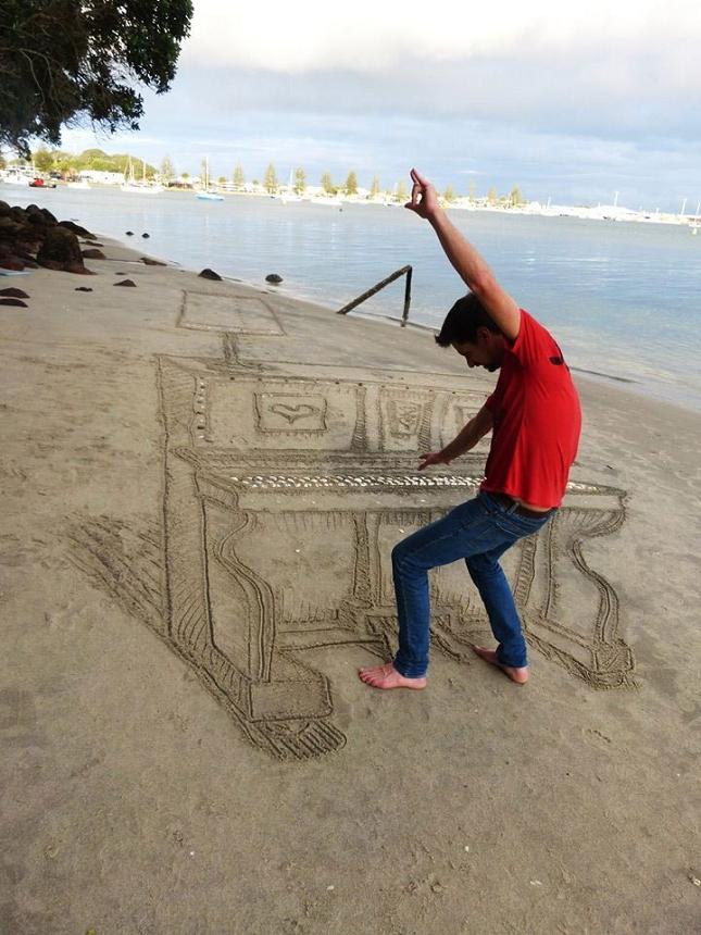 3d-sand-piano-beach-art-by-jamie-harkins-3
