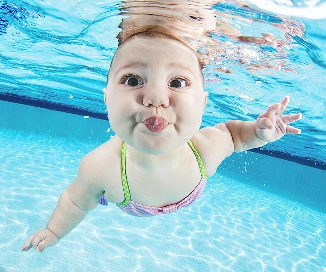 cours-natation-BEBE-piscine-enfant-danger-1