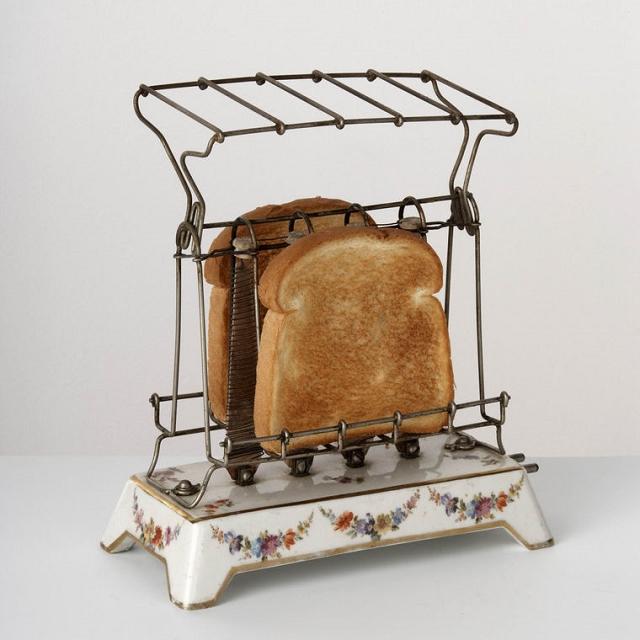 le premier grille pain lectrique. Black Bedroom Furniture Sets. Home Design Ideas