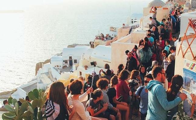 Explorer la belle et pittoresque île de Santorin en Grèce (2)