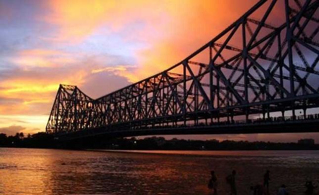 La visite du remarquable pont de Howrah à Calcutta, en Inde