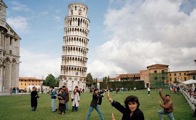 Prendre des photos avec la tour de Pise -  Italie - realité