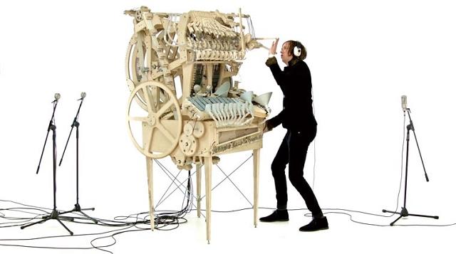 Un 233 Tonnant Instrument De Musique Fonctionnant Avec 2000