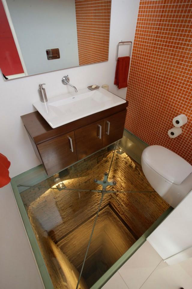 toilettes dans le vide