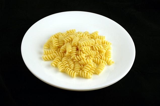 Pâtes cuites 145 grammes = 200 calories