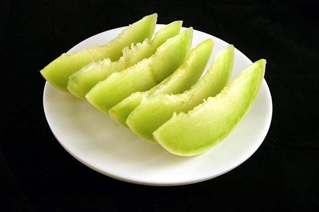 Melon 553 grammes=200 calories
