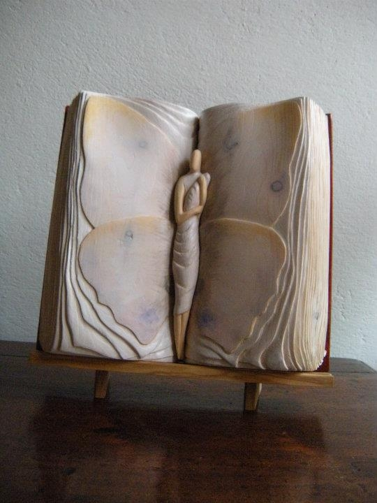 Les livres en bois de Nino Orlandi