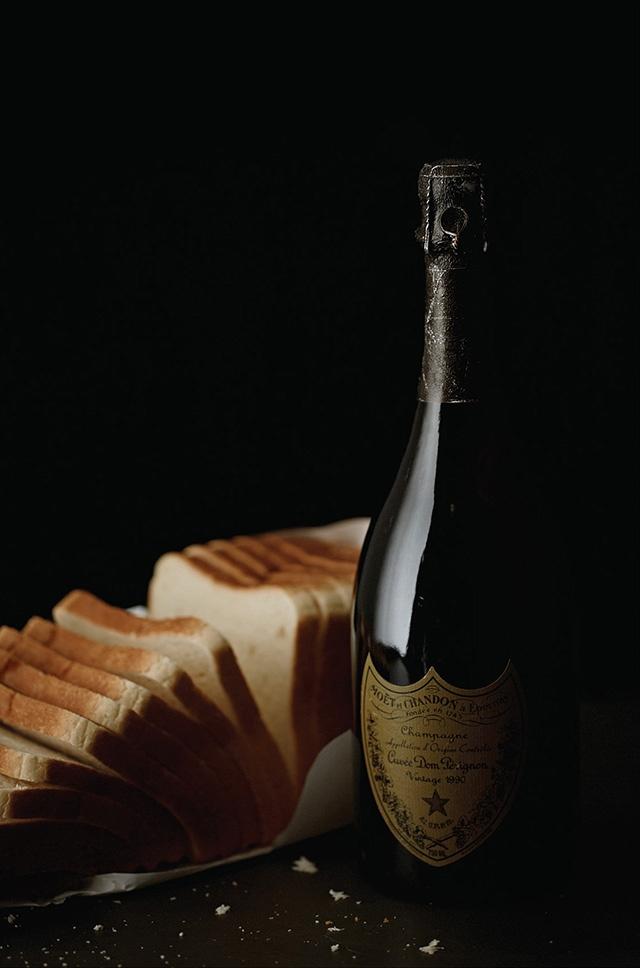 Axl Rose – champagne Dom Perignon, Pain de mie banc.