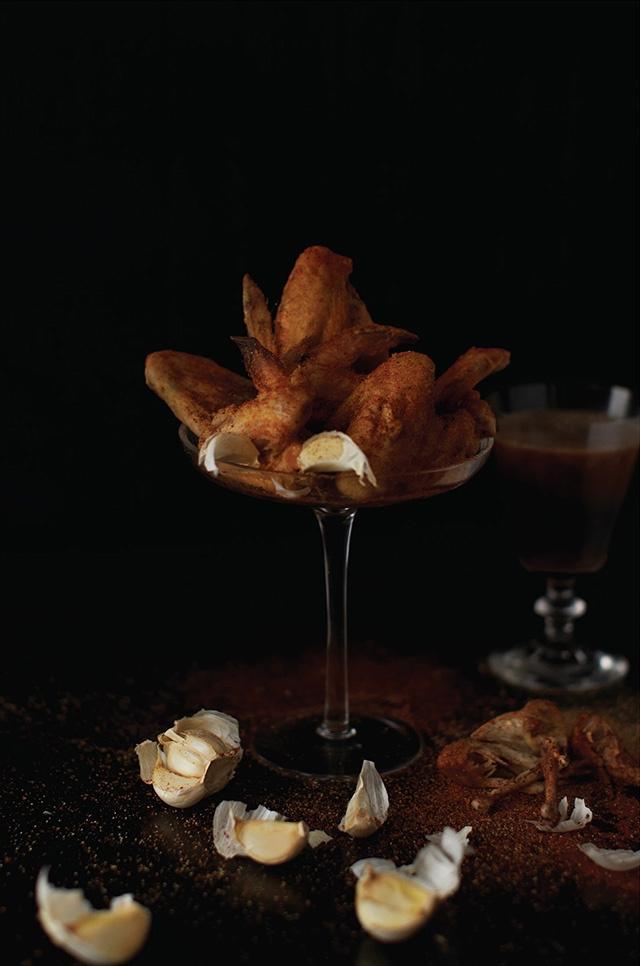 Beyoncé – poulet cuit au four, ail, sel de mer, poivre de Cayenne et poivre noir , Pepsi.