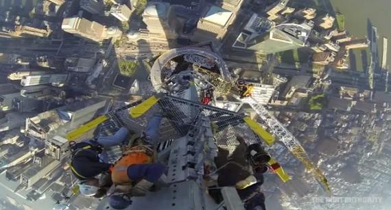 Installation de la flèche du nouveau World Trade Center - 1twc