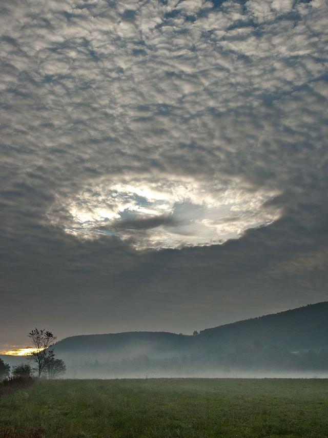 FALLSTREAK-HOLE-nuage-3