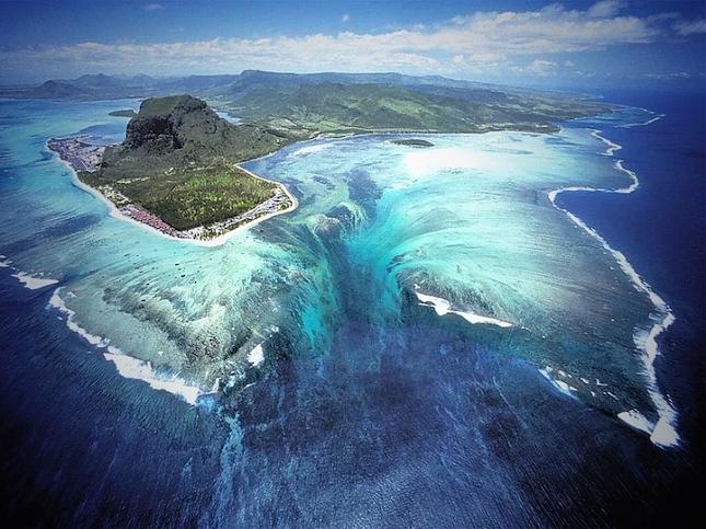 cascade sous-marine