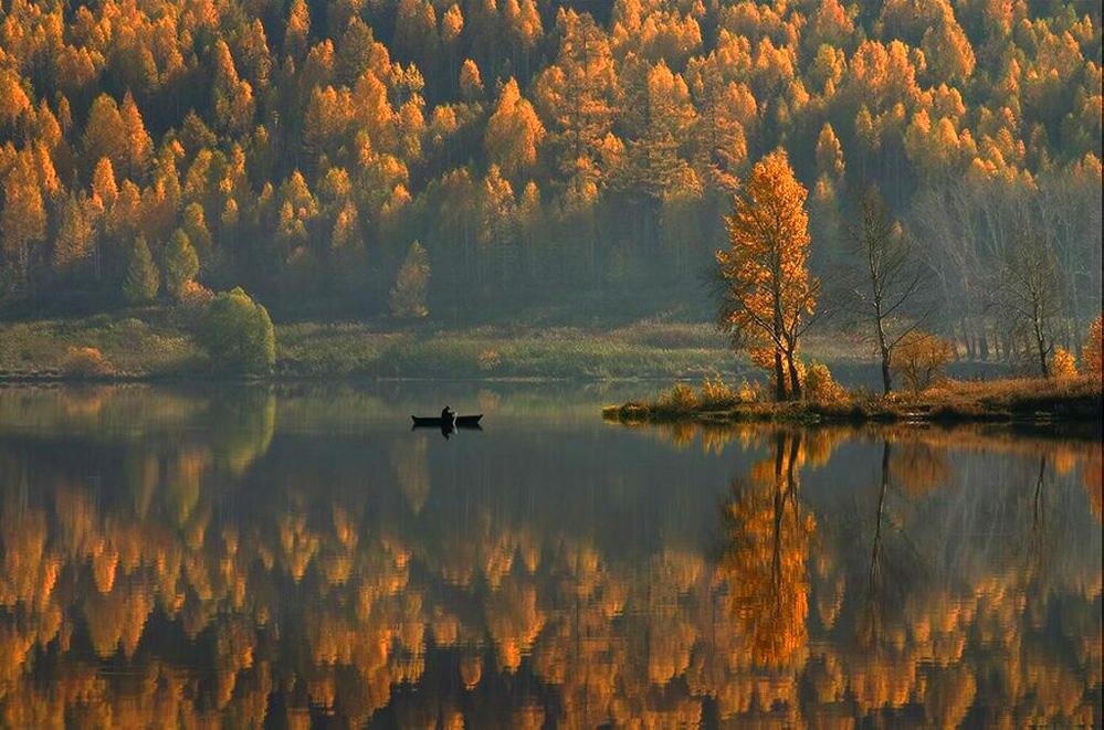 Autumn-Lake ©Mikhail Trakhtenberg