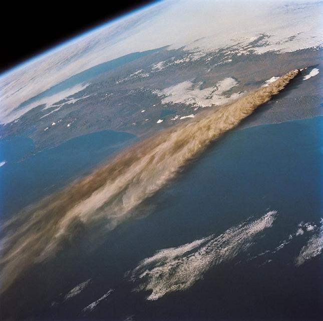 Eruption-volcanique-kliuchevskoi-Russie-