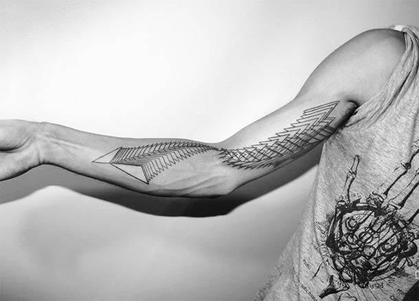 Tatouage-geometrique-pointilllisme-
