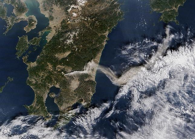 eruption-volcan-Shinmoe-dake-Japon-