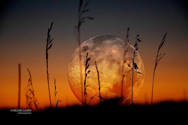 La lune par Bujar Gashi