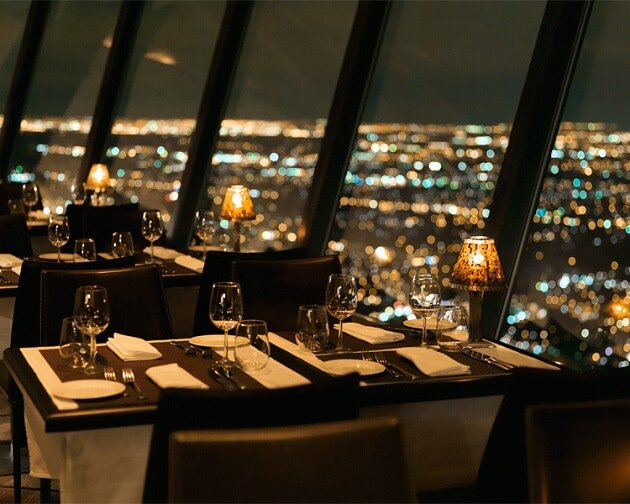 Restaurant-insolite-360 The Restaurant at the CN Tower, Toronto, Canada