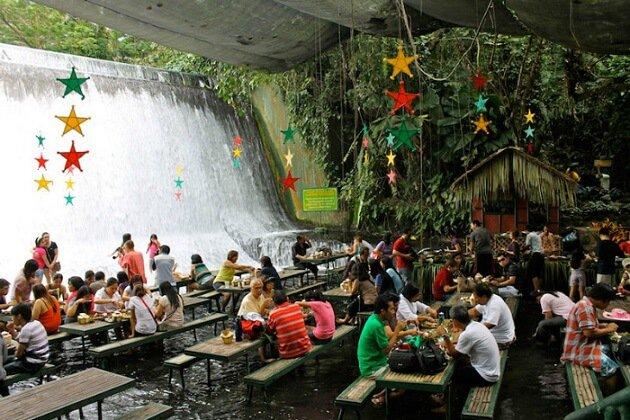 Restaurant-insolite-Labassin Waterfalls Restaurant, San Pablo City, Philippines