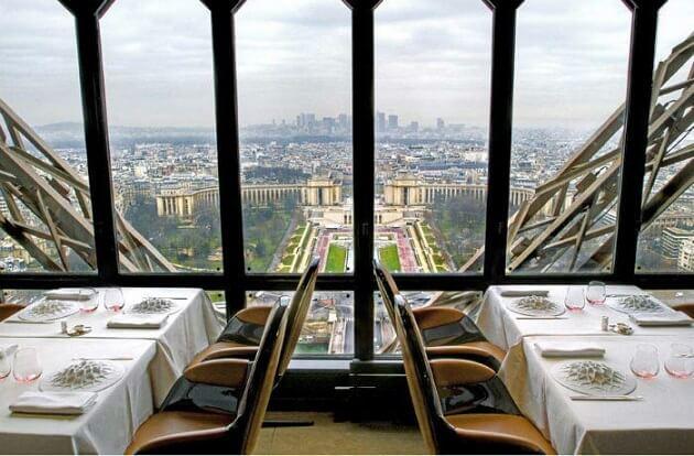 Restaurant-insolite-Le Jules Verne, Paris, France