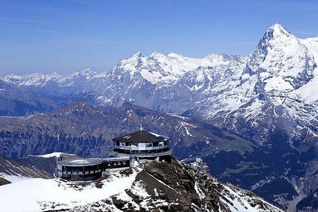 Restaurant-insolite-Piz Gloria, Mürren, Suisse